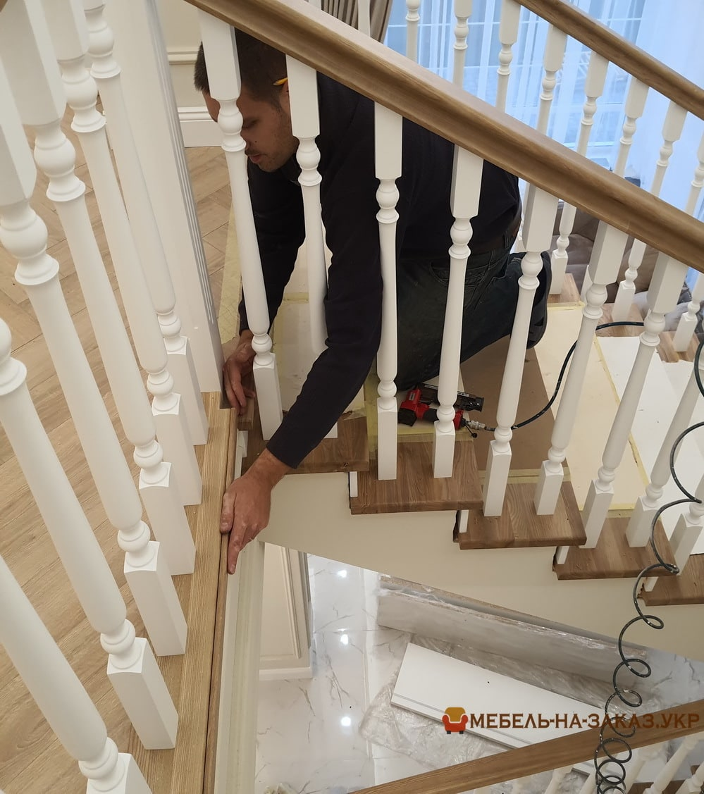 изготовление лестницы из дуба в Буче под заказ
