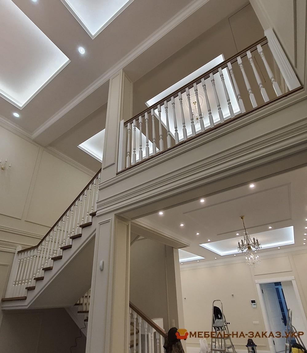 изготовление лестницы из ясеня в БУче