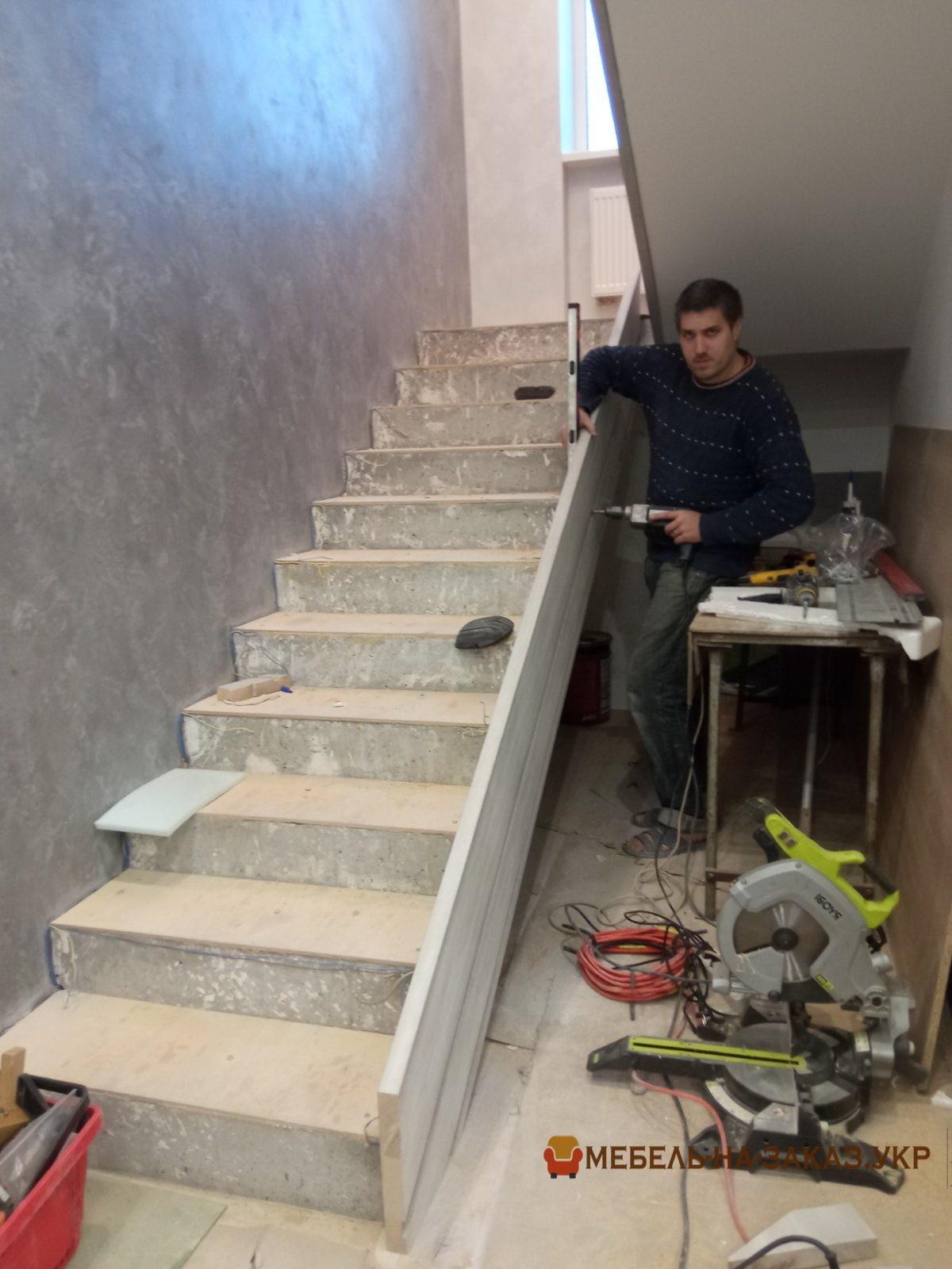 изготовление лестницы из ольхи в БУче